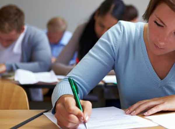 opositores en un examen de inglés