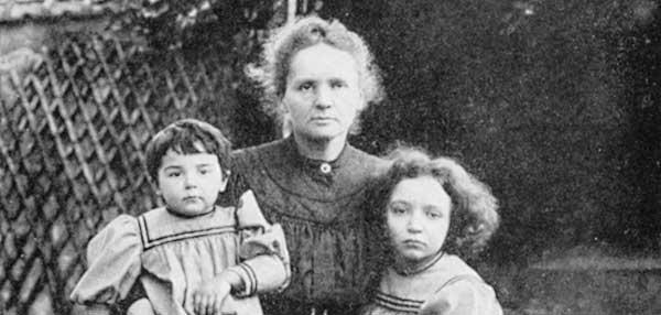 imagen de Marie Curie Día Internacional Mujer con sus dos hijas