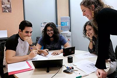 Alumnos de Wanders Idiomas preparando Los exámenes DELF y DALF necesarios para su futuro profesional