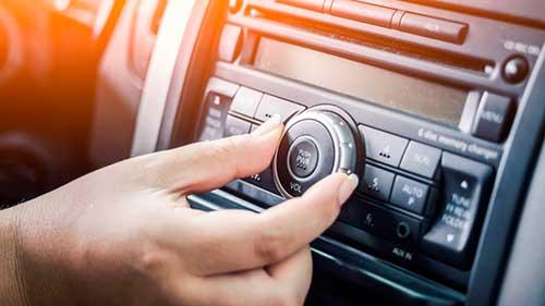 oir podcast para aprender francés en el coche